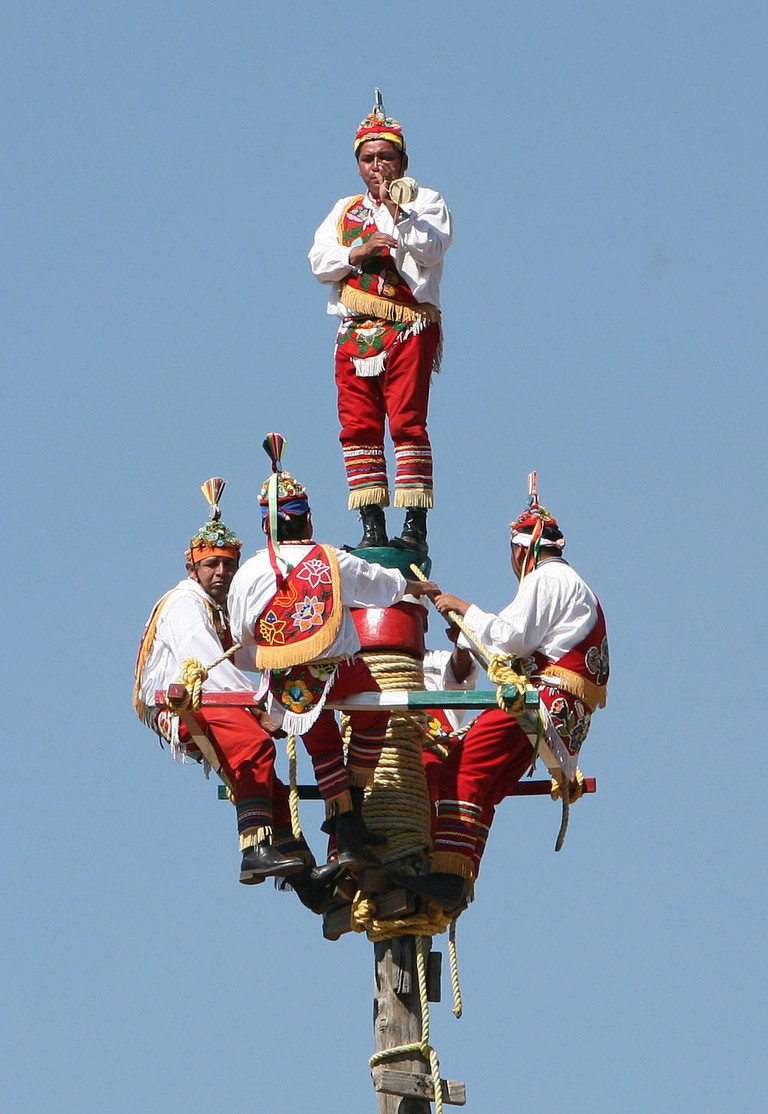 1024px-dancing_on_a_pole_mexico.jpg